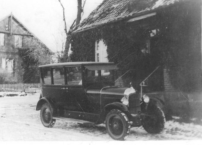 Læge H.M. Kromanns Citroën foran lægeboligen på Bredgade 69