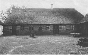 """Sidsel og Søren Jensens ejendom """"Augustenborg"""" ca. 1900."""