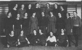 Beder Gymnastik- og Ungdomsforening. Pigeholdet ca. 1925