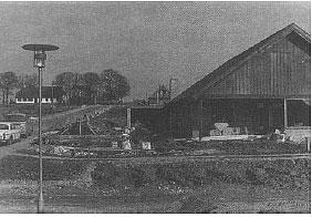 Stenrosevej, Beder 1970. Seldrup gamle skole i baggrunden.