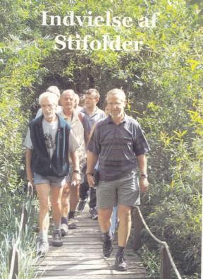 5/2003 Indvielsen af Stifolderen. 50 mennesker mødte op og fulgte med på en lang vandring af stierne.