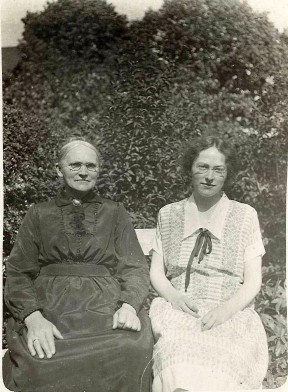 Ane Kirstine og Maria i 1940erne