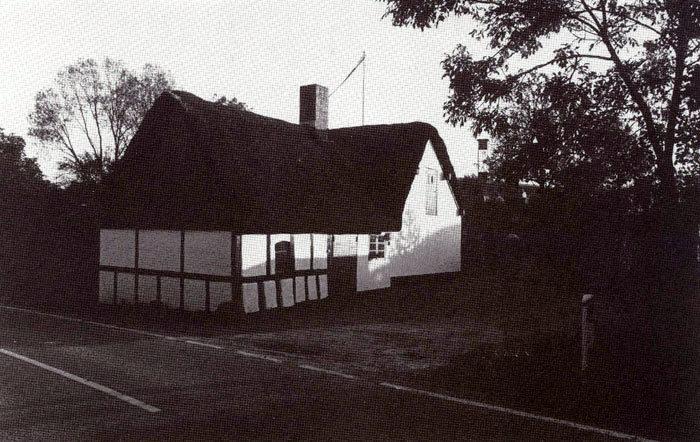 Norsmindevej 24, Ajstrup: Huset, der i dag ejes af Viggo Balle, er opført i 1802. Omkring 1880 blev bønderne i byen enige om at hjælpe den daværende ejer af huset til at starte et udsalg. Det blev Ajstrups første købmandshandel. Handelen foregik gennem en lem i muren. En egentlig butik var der altså ikke tale om. Hvor længe der var butik vides ikke. I 19803 købte Johanne og Anders Andersen huset.