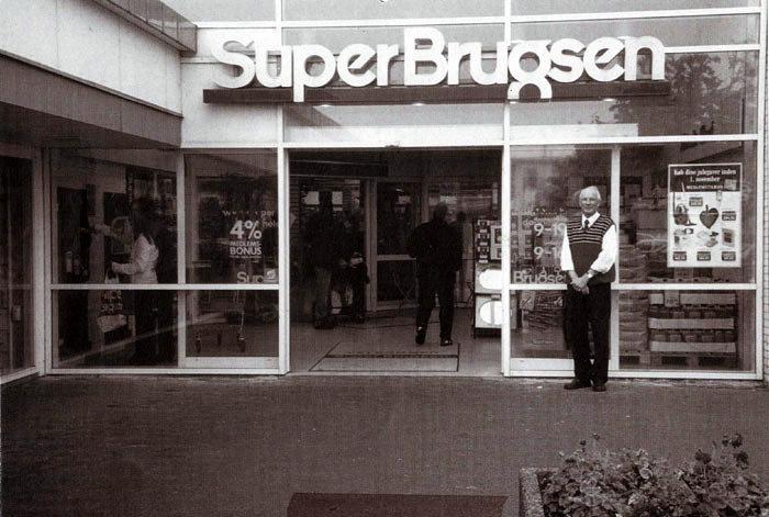 Den 6. oktober 1981 åbnede Super-Brugsen på Beder Butikstorv. Det skete i den tidligere købmandsforretning, som blev drevet af Birthe Sørensen. Uddeler blev Kaj Christiansen, han har derfor 25-års jubilæum sammen med butikken.