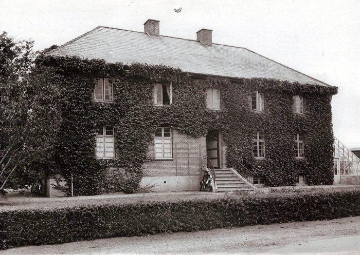 Malling Husholdningsskole, ca. 1940. Skolen blev indviet i 1929 og nedlagt ca. 1950. Bygningen blev derefter overtaget af Landbrugsskolen.