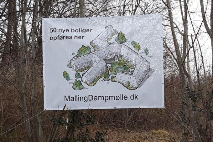 Banner ved Dampmøllens areal, september 2019. Foto L. Frandsen