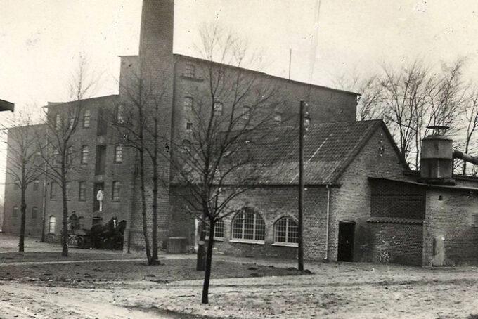 Dampmøllen cirka 1935. Postkort