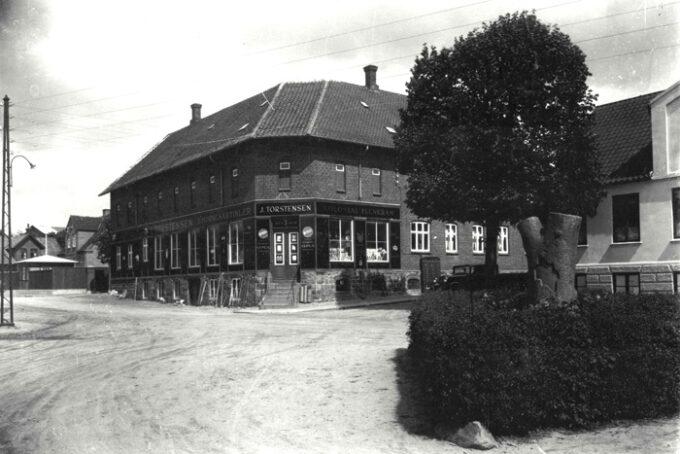 Ca. 1904-06. Postkort Stationspladsen