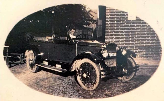 Ejner Pedersen, Beder Kro. Omkring 1930.